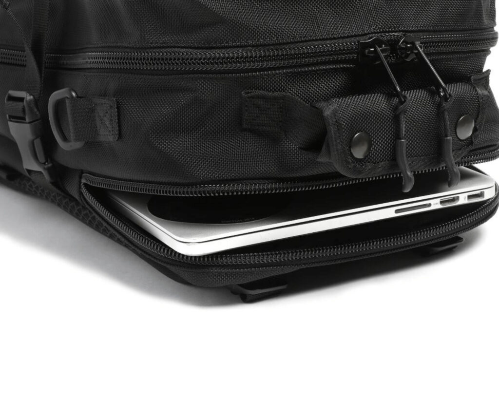 DPTCH Daypack Review: The DSPTCH Daypack laptop sleeve and top grab handle